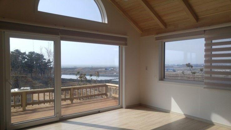 Goodhaus Balcones y terrazas de estilo moderno