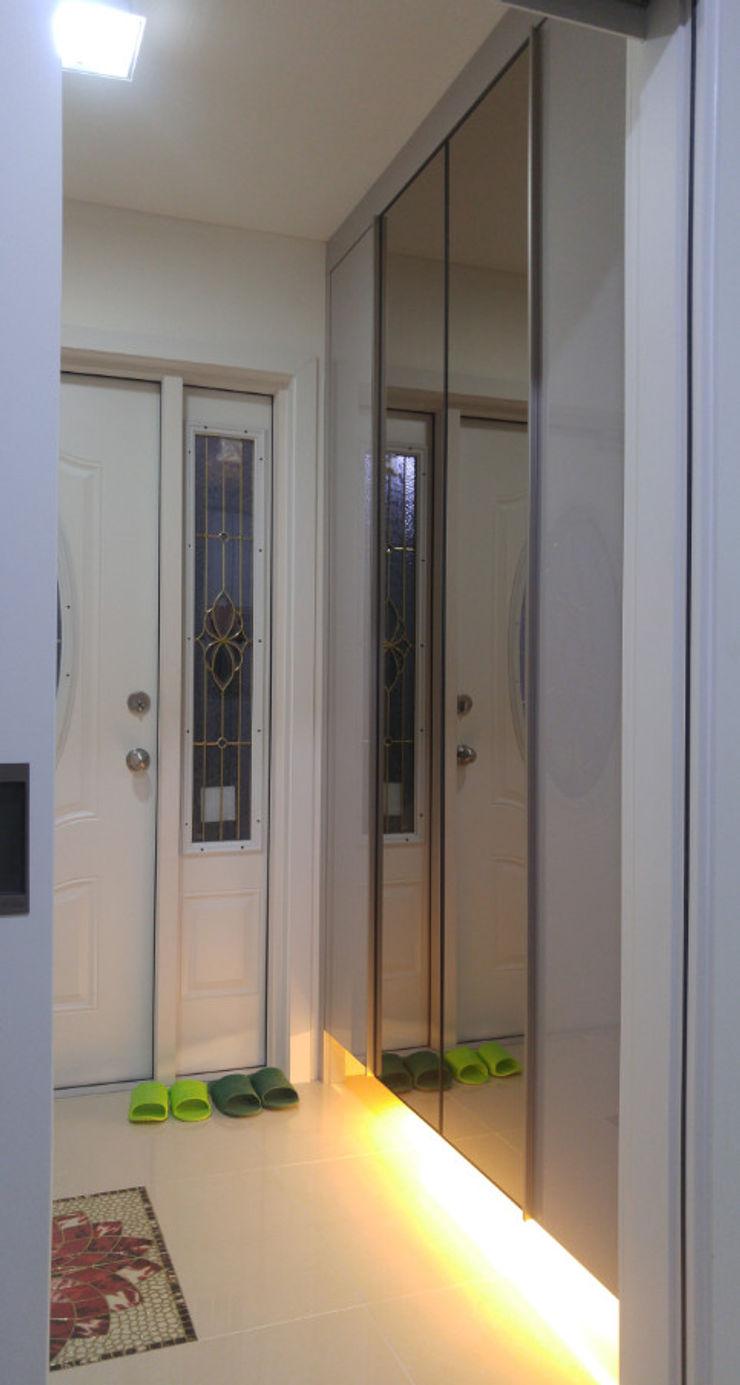 Goodhaus Puertas y ventanas de estilo moderno