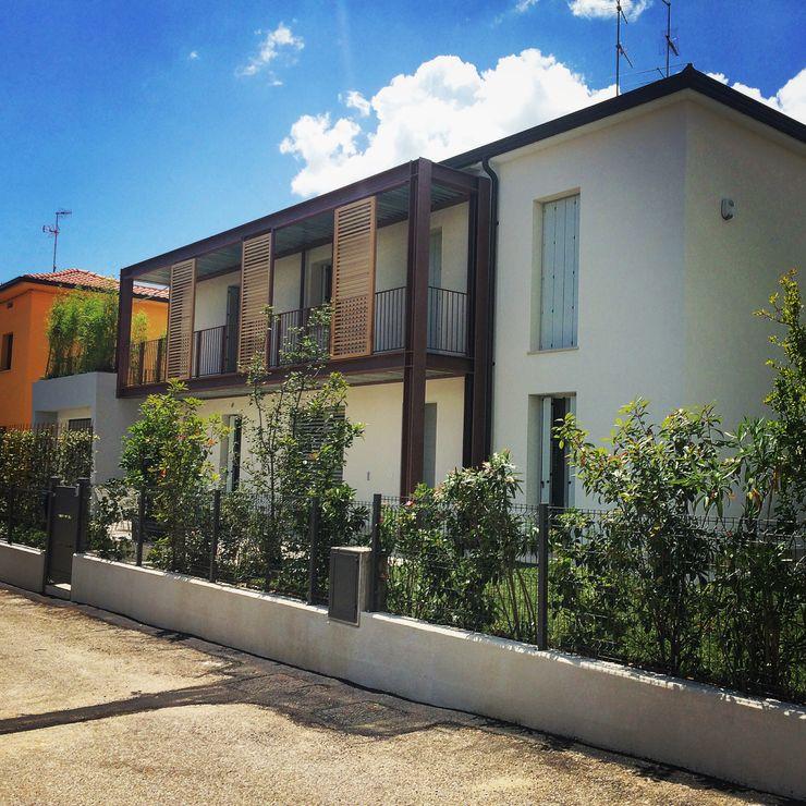RISTRUTTURAZIONE Adami|Zeni Ingegneria e Architettura Case in stile industriale Ferro / Acciaio Grigio