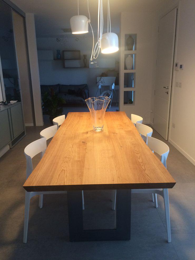 RISTRUTTURAZIONE Adami|Zeni Ingegneria e Architettura Sala da pranzoTavoli Legno Effetto legno