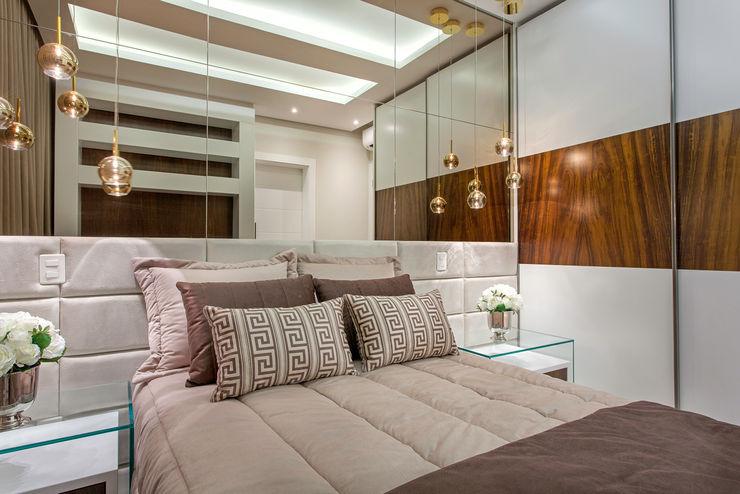 Designer de Interiores e Paisagista Iara Kílaris Modern Bedroom Beige