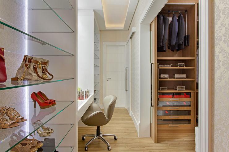 Designer de Interiores e Paisagista Iara Kílaris Modern Dressing Room Beige