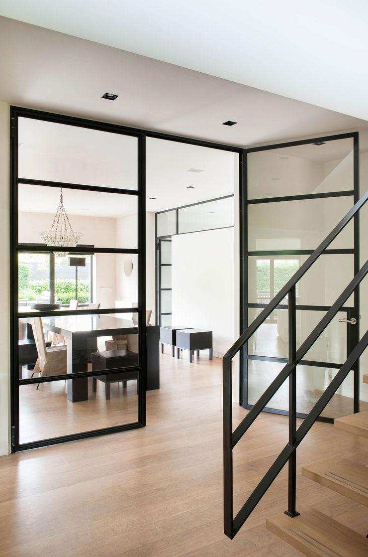 VASD interieur & architectuur Modern corridor, hallway & stairs