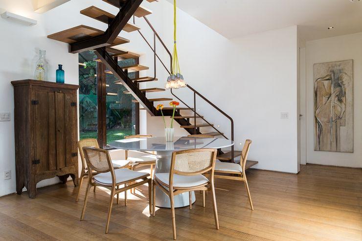 homify Corredores, halls e escadas modernos