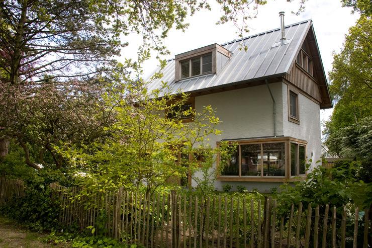 JE-ARCHITECTEN Modern Bahçe