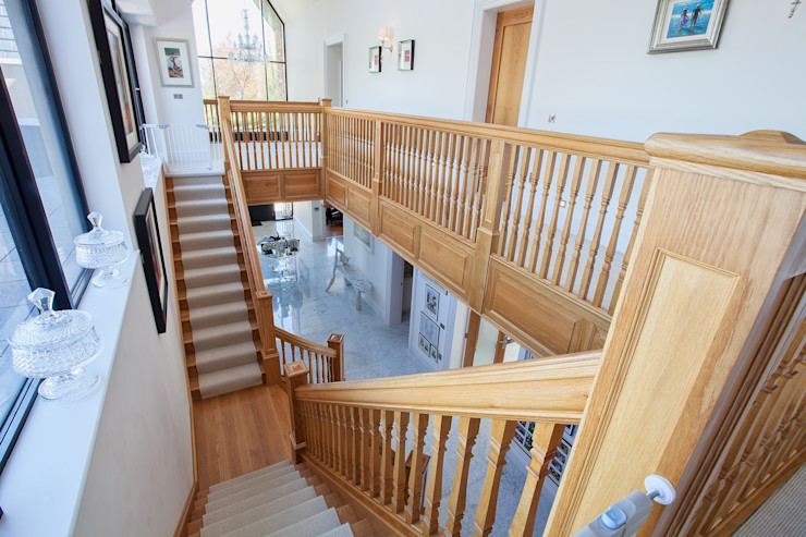 Staircase RBD Architecture & Interiors Classic style corridor, hallway and stairs