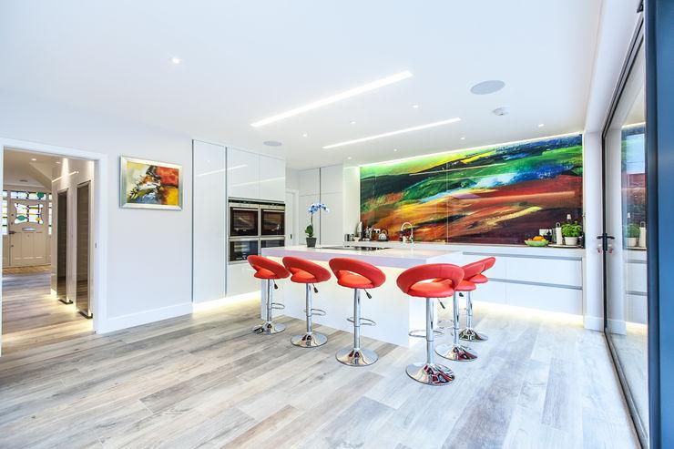 Ailsa Road JURIC DESIGN Modern kitchen Quartz White
