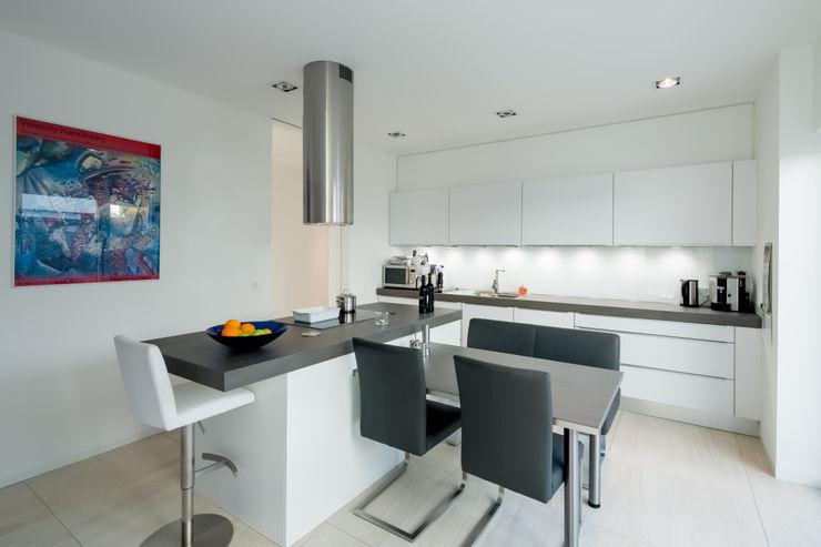 Haus H Ferreira   Verfürth Architekten Moderne Küchen