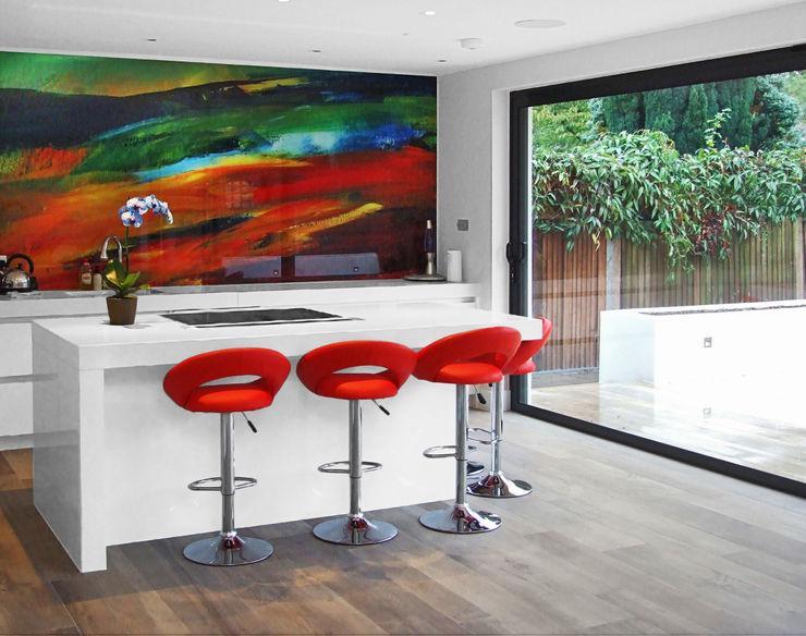 Ailsa Road JURIC DESIGN Modern kitchen Glass Red