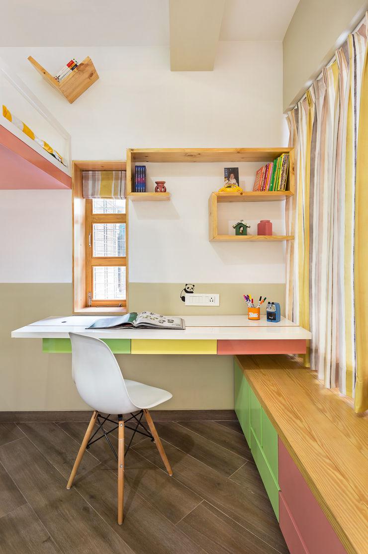 Kid's Room The design house Modern style bedroom Wood White