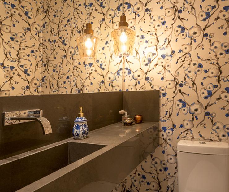 Quadrilha Design Arquitetura Modern style bathrooms