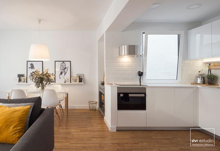 slvr estudio Scandinavian style kitchen White
