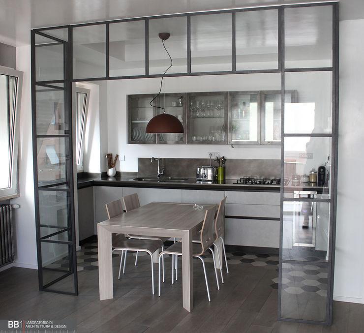 Portale in vetro e ferro BB1 LABORATORIO DI ARCHITETTURA & DESIGN Cucina attrezzata