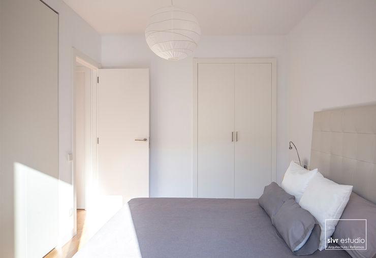 slvr estudio Scandinavian style bedroom