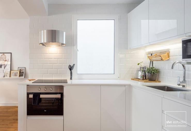 slvr estudio Mediterranean style kitchen
