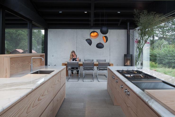 Villa Schoorl Architectenbureau Paul de Ruiter Minimalistische keukens