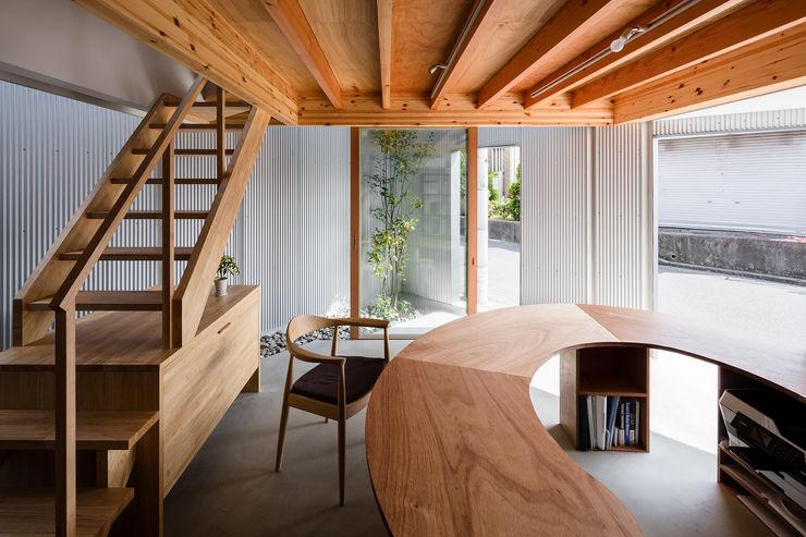 玄関兼用スペース 建築設計事務所SAI工房 玄関&廊下&階段椅子&ソファ
