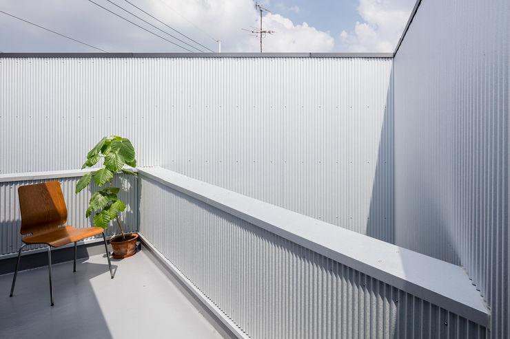 花火の見えるバルコニー 建築設計事務所SAI工房 バルコニー&ベランダ&テラス植物&花