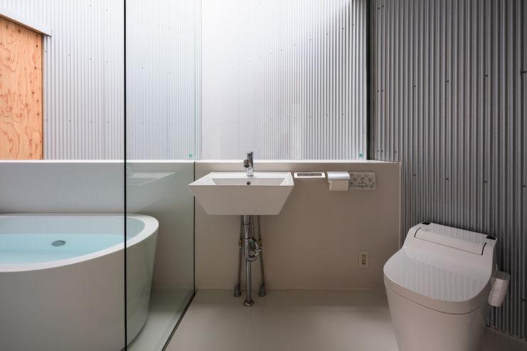 光溢れる水回り 建築設計事務所SAI工房 洗面所&風呂&トイレ棚