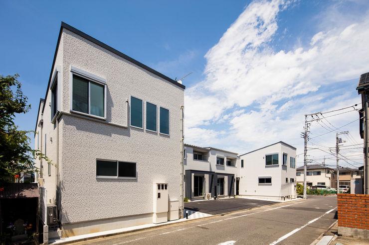 南西側外観|東京都足立区|収納の家 homify モダンな 家 タイル 白色