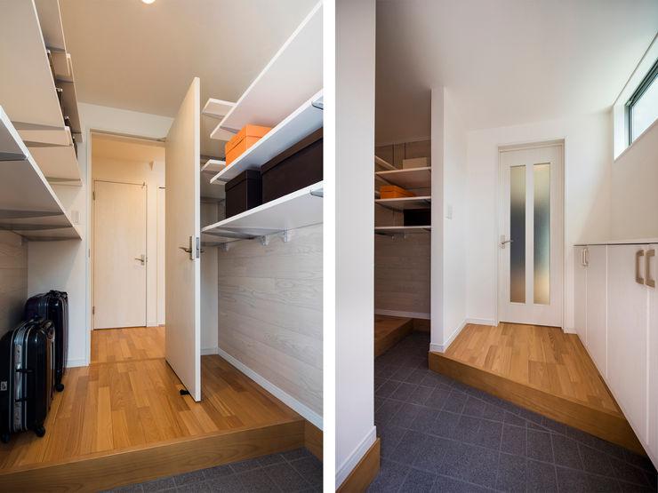 シューズインクローゼット|東京都足立区|収納の家 homify モダンスタイルの 玄関&廊下&階段 タイル 青色