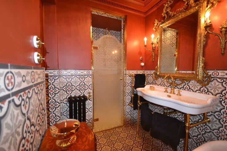 Agence VOLUMES & SURFACES クラシックスタイルの お風呂・バスルーム