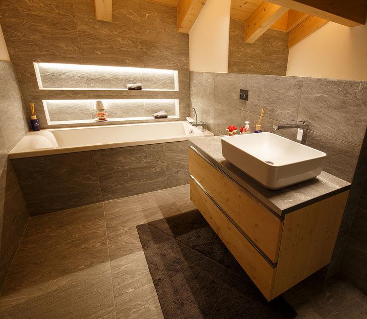 BEARprogetti Baños de estilo moderno