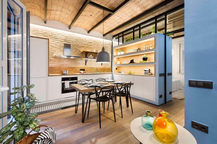 Urban beach home Egue y Seta Cocinas de estilo mediterráneo