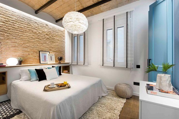 Urban beach home Egue y Seta Dormitorios de estilo mediterráneo