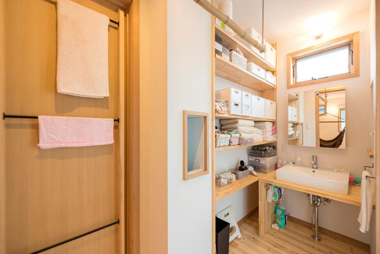 HAPTIC HOUSE Asian style bathroom Wood White