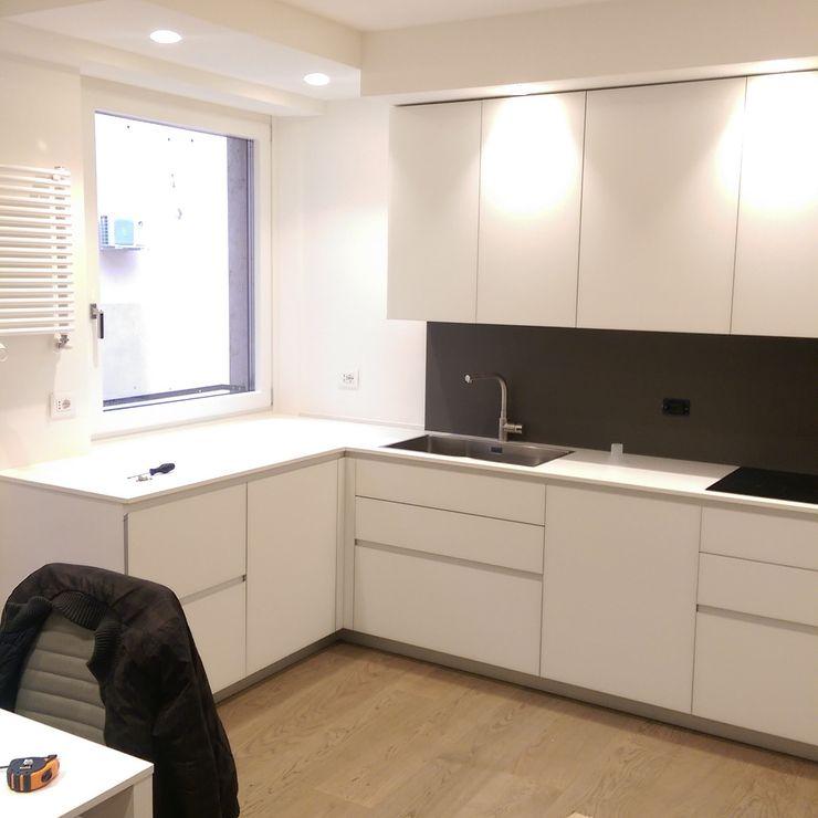 cucina in centro a Verona Kitchen Store srl Cucina minimalista Vetro Bianco