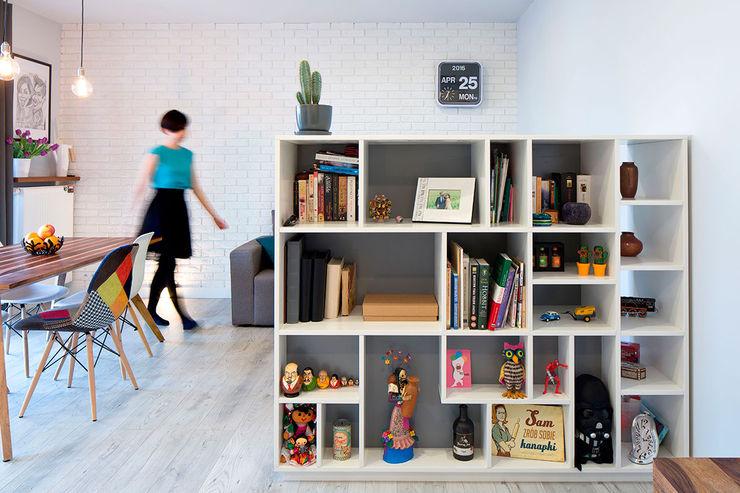 Białołęka Flat All Arquitectura Pasillos, vestíbulos y escaleras escandinavos Blanco