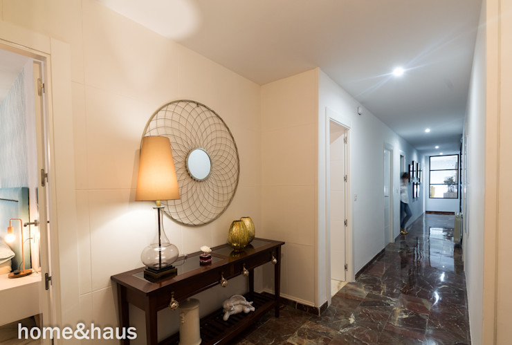 Home & Haus | Home Staging & Fotografía Moderner Flur, Diele & Treppenhaus Weiß