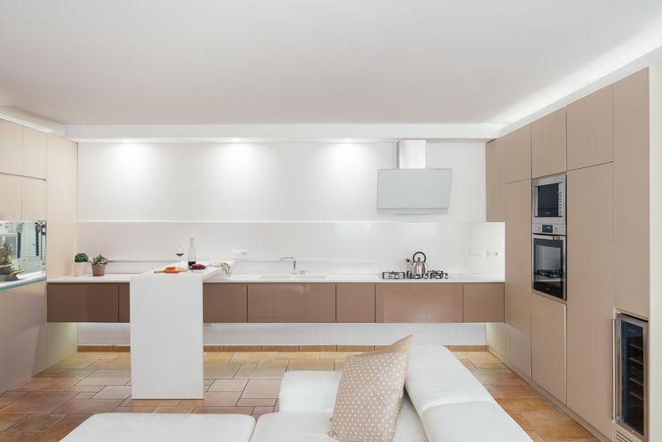 manuarino architettura design comunicazione Cocinas de estilo moderno Vidrio Beige
