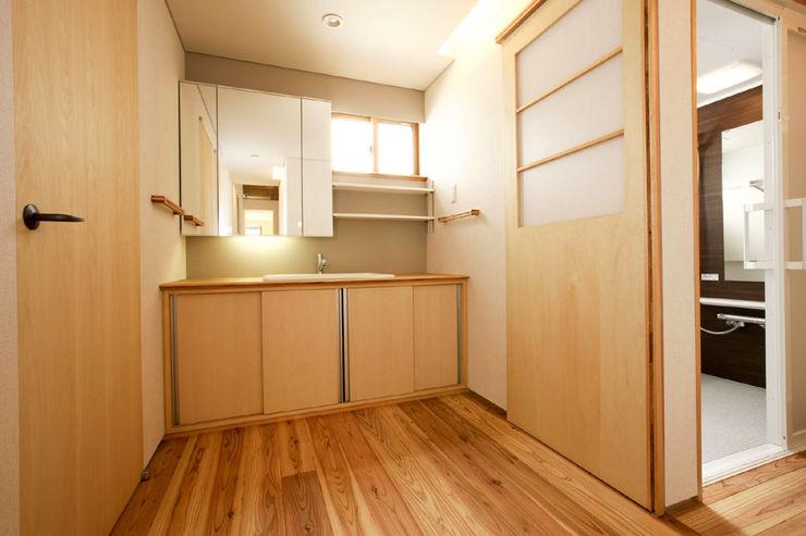 光風舎1級建築士事務所 Scandinavian style bathroom Solid Wood Wood effect