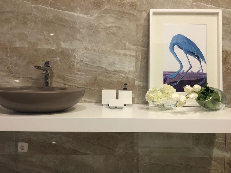 Aprifer Baños de estilo moderno