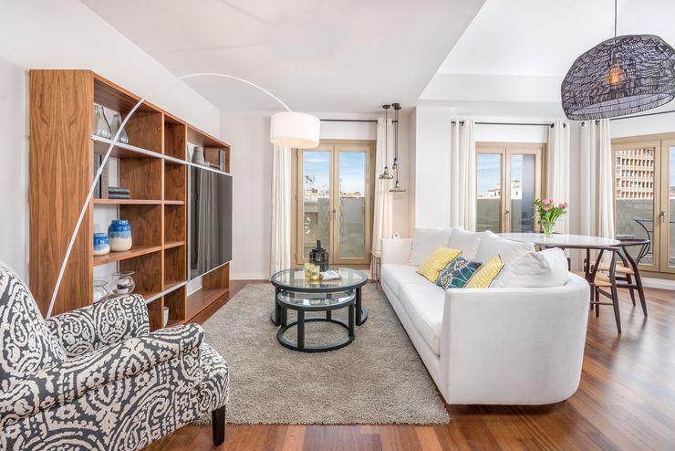 Espacios y Luz Fotografía Living room Engineered Wood White