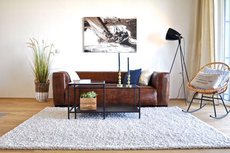 Karin Armbrust - Home Staging Salones de estilo industrial Azul