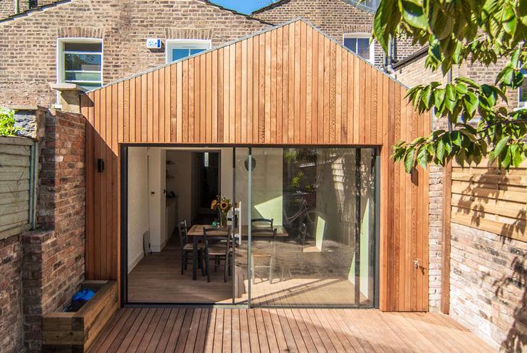 OLDFIELD ROAD Bradley Van Der Straeten Architects Rumah Modern Kayu Brown