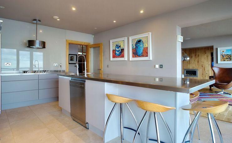 Cashmere Handleless Doors ADORNAS KITCHENS Modern kitchen Wood Beige