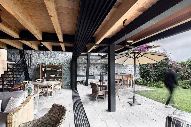Casa A Método Arquitectos Balcones y terrazas minimalistas