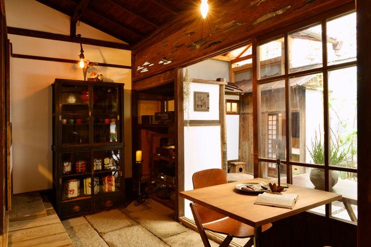 株式会社SHOEI Eclectic style living room