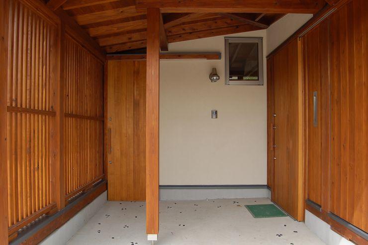 田村建築設計工房 亞洲風玄關、階梯與走廊