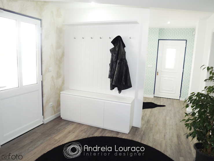 Andreia Louraço - Designer de Interiores (Email: andreialouraco@gmail.com) Moderner Flur, Diele & Treppenhaus Weiß