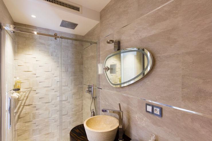 Bagno en-suite della camera ospiti MBquadro Architetti Bagno moderno