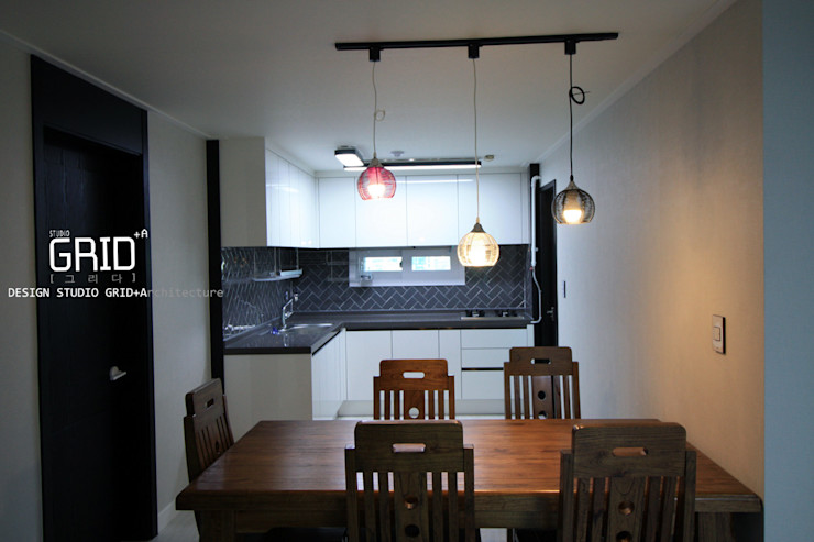 30평대 주방인테리어 Design Studio Grid+A 모던스타일 다이닝 룸 그레이