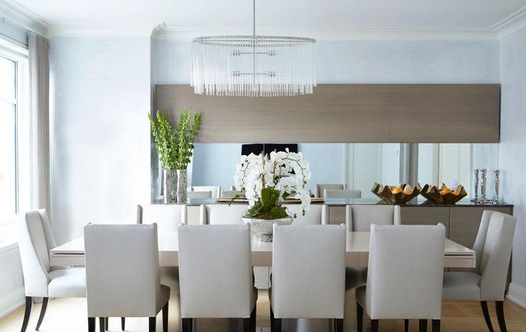New York City Family Home JKG Interiors Comedores de estilo clásico Madera maciza Gris