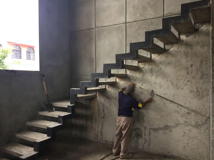 Ma&Co Minimalist corridor, hallway & stairs Reinforced concrete