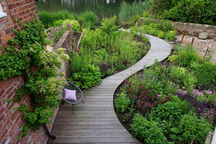 Lakeside Garden Joanne Willcocks, Gardens by Design Country style garden Wood
