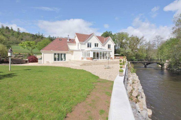 Draethen Farm House Conversion Smarta Taman Modern